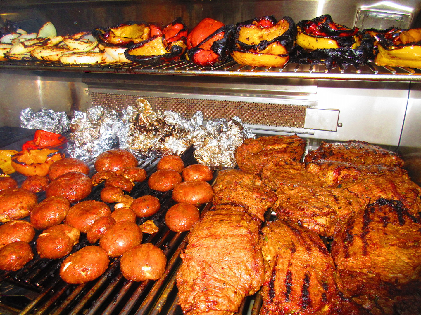 bbq rescues smoking food on charcoal grills ceramic eggs or gas grills. Black Bedroom Furniture Sets. Home Design Ideas